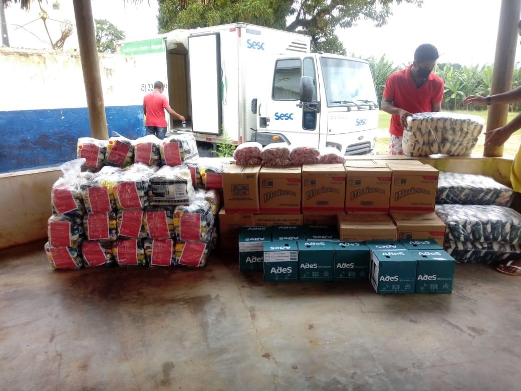 Programa Mesa Brasil Sesc recebe 500 cestas básicas da Construtora Moura Dubeux